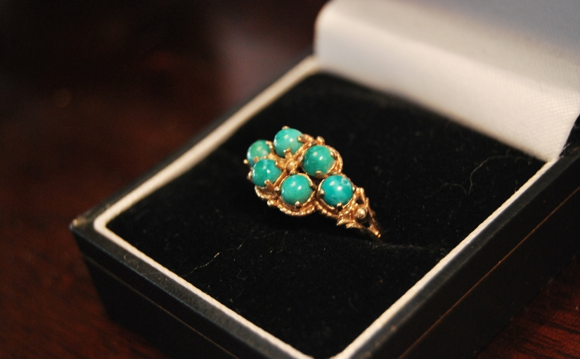 1920s 8-Carat Gold Ring with Turquoise Stones,£155