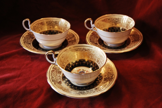Set of 8 Aynesly Bone China Cups & Saucers